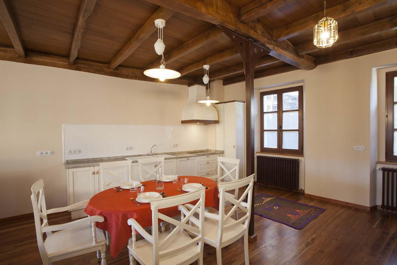 Cocina y comedor - Apartamento rural La Galería